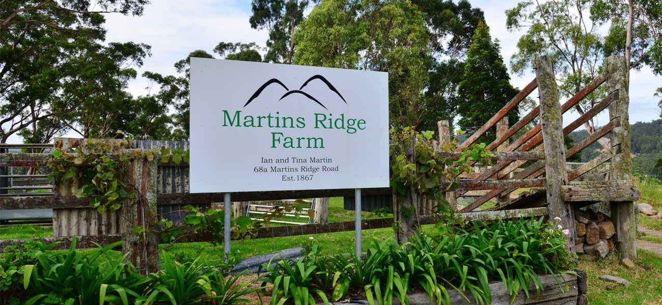 Martins-Ridge-Farm-Sign-At-Entrance